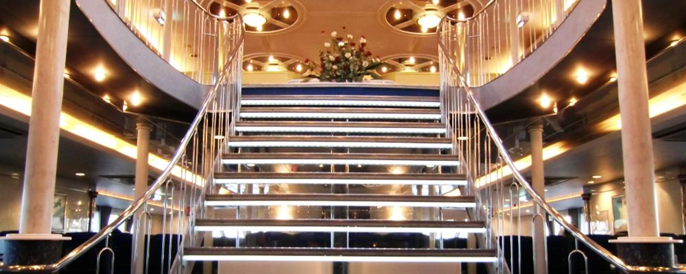 客室中央のウェルカムステップは、夢の空間の入り口です。イメージ