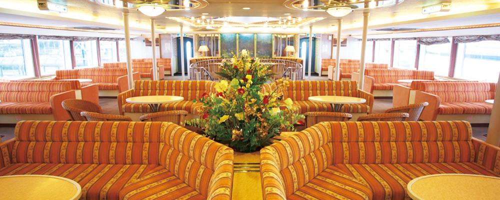 グループでゆっくりくつろげるソファタイプのシート。まるでホテルでくつろいでいる様な贅沢なひとときを過ごせる空間です。イメージ